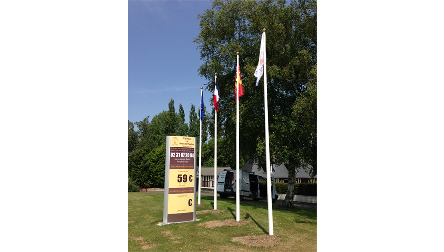 Mâts cylindriques et pavillons en maille polyester drapeaux pays